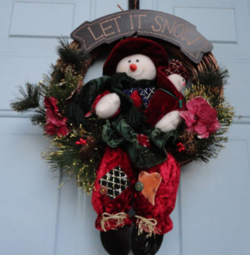 Christmas, wreath, door wreath, celebrate, decorate, holidays, festivities, lynne st. james